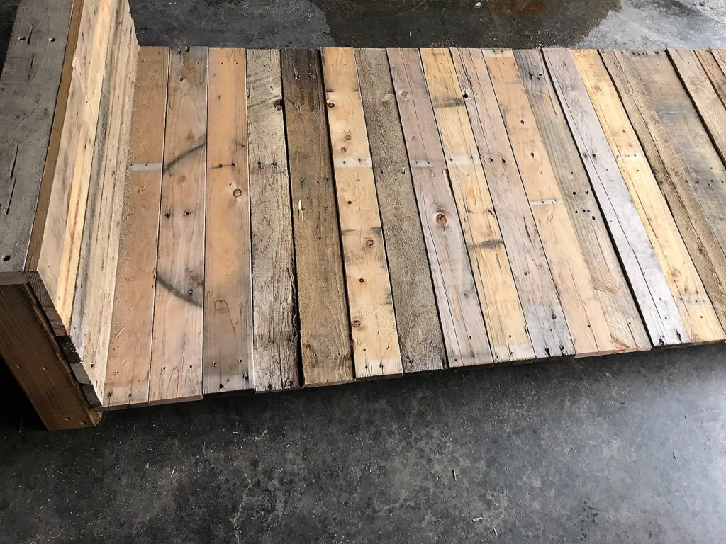 faux fireplace backdrop, pallet project, diy faux fireplace, diy pallet ideas, apartment decorating, budget decorating, farmhouse style